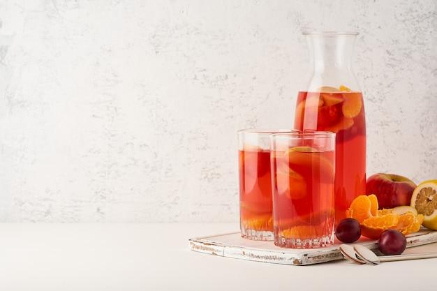 Gestoofde vruchten in glazen buis