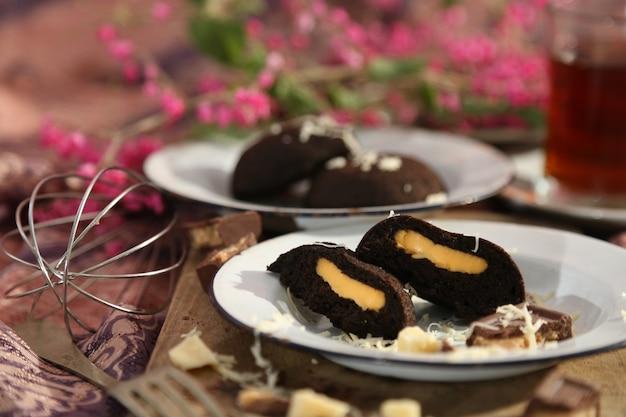 Gestoomde broodjes gevuld met kaas en chocolade