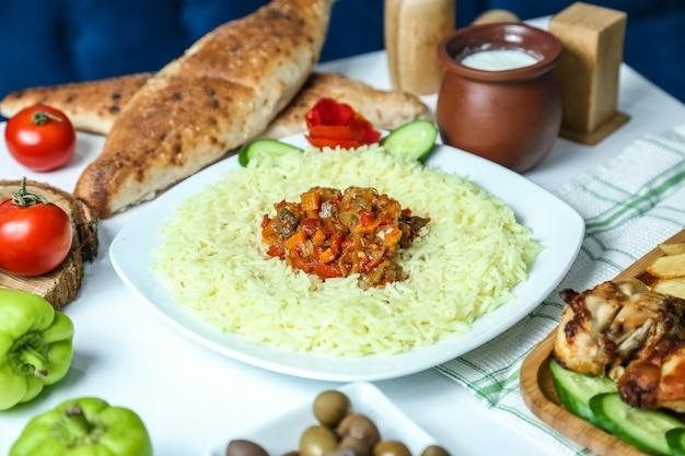 Gestoomde rijst met groenten