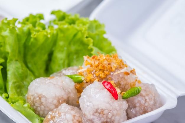 Gestoomde tapiocaballen met varkensvlees recept (sakoo sai moo)