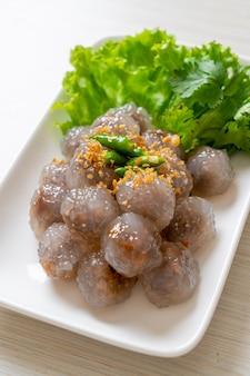 Gestoomde tapiocabollen met varkensvulling