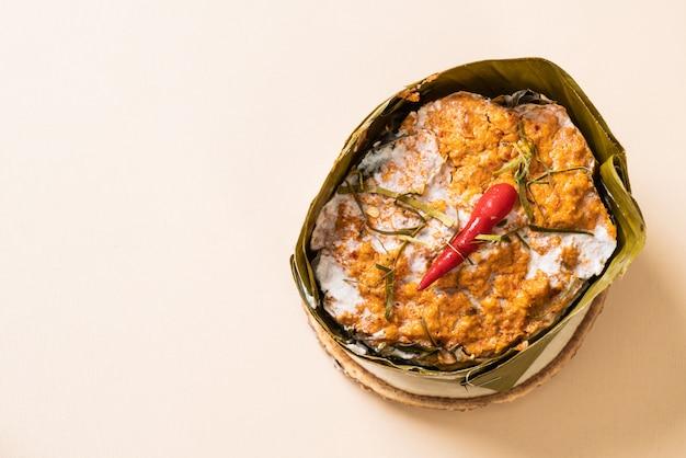 Gestoomde vis met currypasta