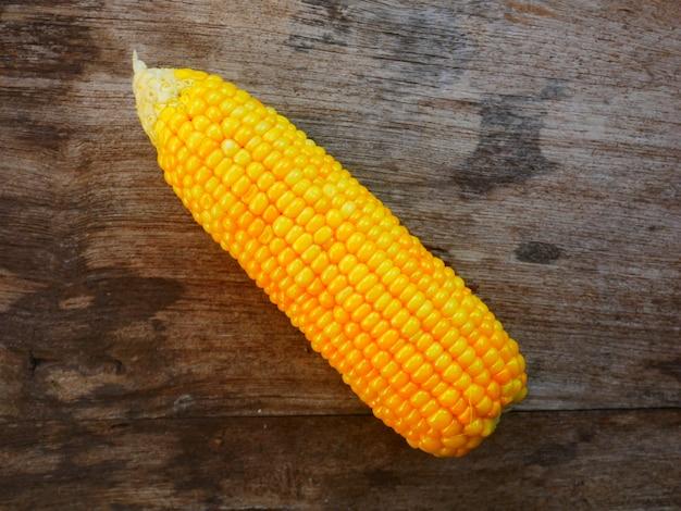 Gestreamde zoete maïs klaar geserveerd is een van de beste eten