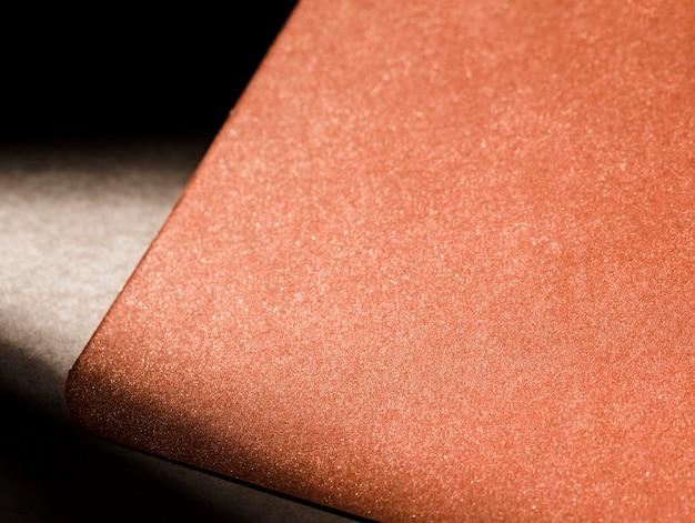 Getextureerd bruin karton met schaduwen