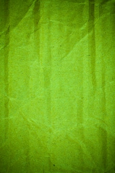 Getextureerde verfrommeld groen karton papier achtergrond.