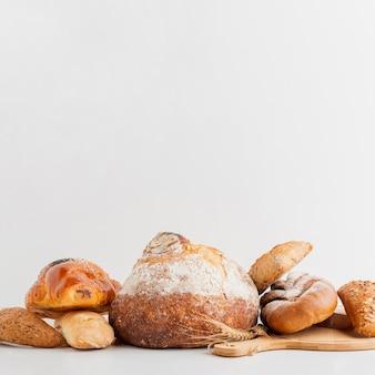 Getypt met gestapeld brood