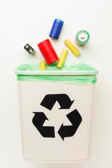 Gevaarlijk afval voor de natuur batterijen voor recycling