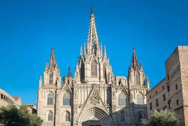 Gevel van gotische kathedraal de barcelona in spanje