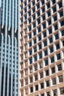 Gevels van hoge flatgebouwen