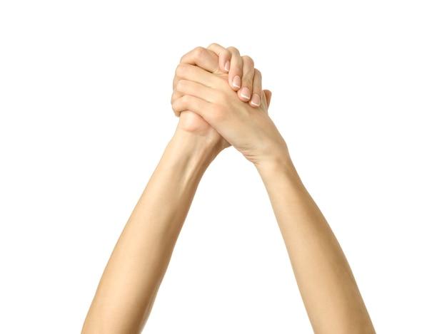 Gevouwen handen met geïsoleerde franse manicure