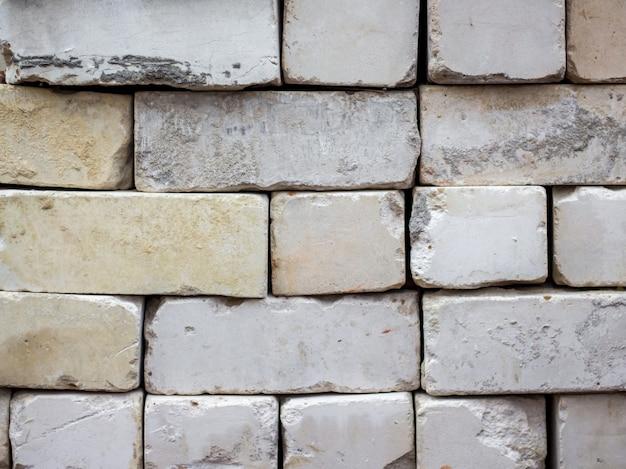 Gevouwen oude witte baksteen, voor reparatie en constructie