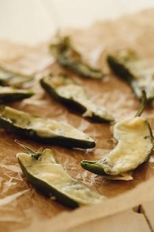Gevulde gebakken paprika's. traditionele spaanse tapas