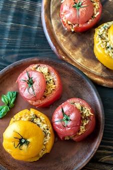 Gevulde tomaten met bruine en wilde rijst mix