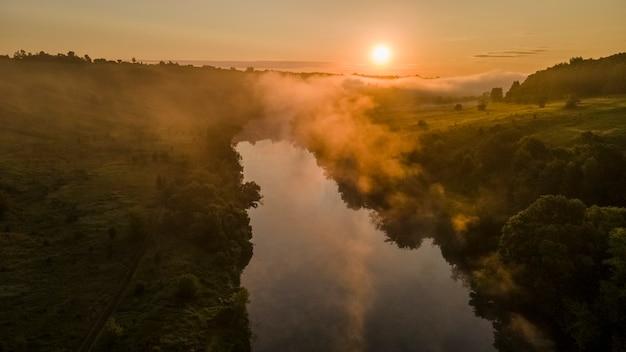 Geweldig beneden over de rivier beautiful mecha tula regio rusland