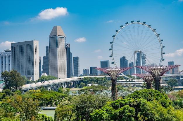 Geweldig shot van de tuinen langs de baai in singapore