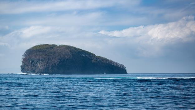 Geweldig uitzicht op de oceaan. bali.