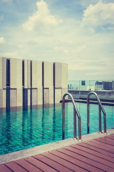 Geweldig zwembad op het terras van het hotel
