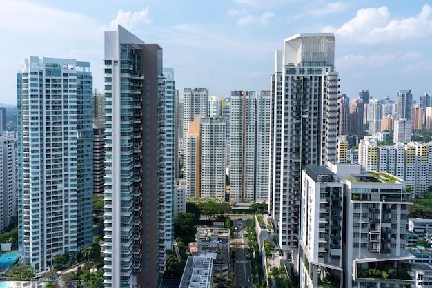 Geweldige luchtfoto van het stadsbeeld van singapore met veel wolkenkrabbers