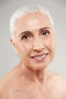 Geweldige naakte oudere vrouw poseren