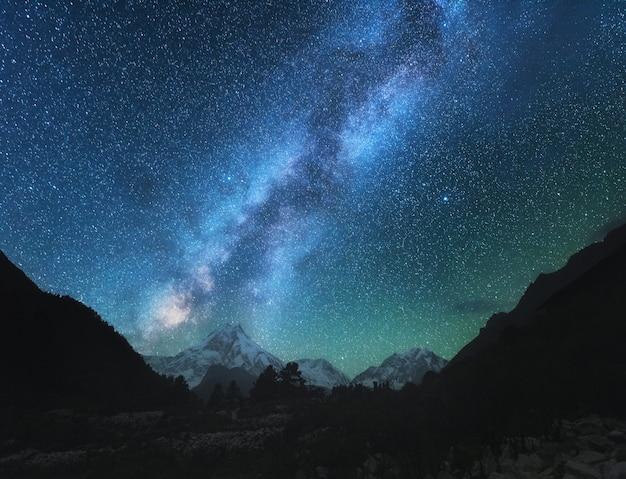 Geweldige scène met himalaya-bergen