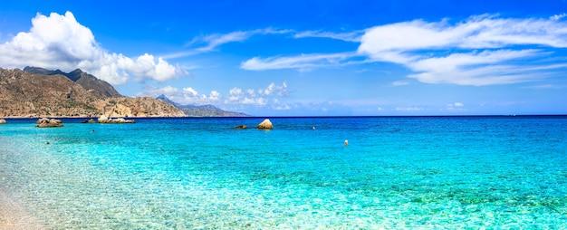 Geweldige stranden van griekse eilanden - apella op het eiland karpathos, dodekanesos, griekenland