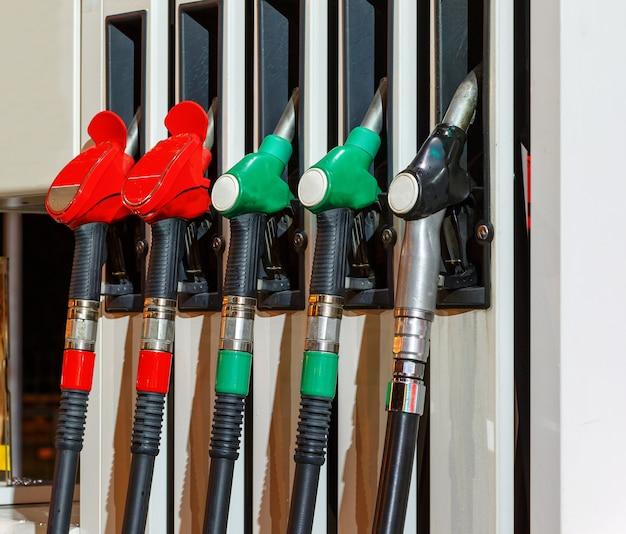 Geweren bij het benzinestation