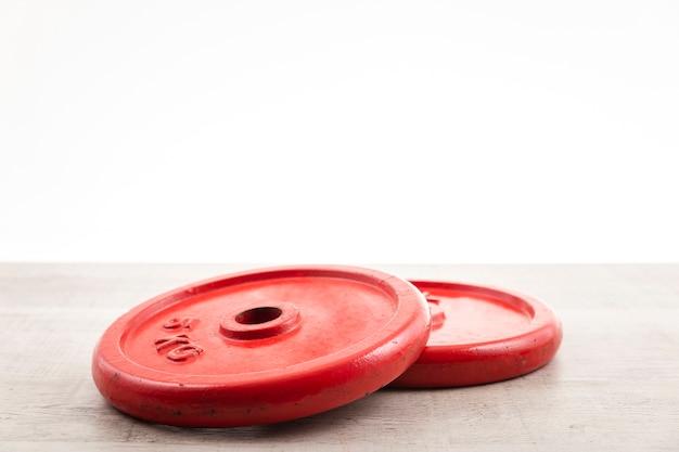 Gewichten voor training op sportschool met kopie-ruimte