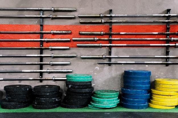 Gewichtplaten en barbells