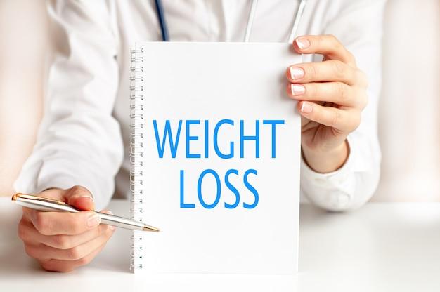 Gewichtsverlies kaart in handen van arts
