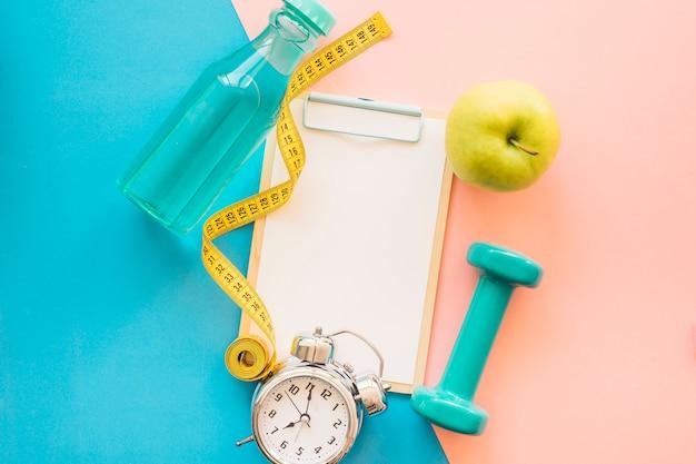 Gewichtsverlies samenstelling met klembord en fles