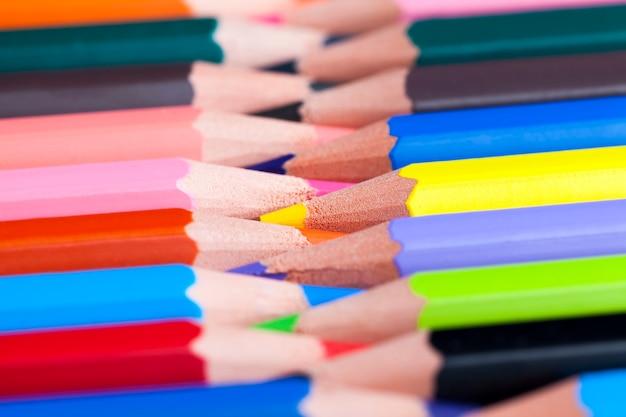 Gewone gekleurde houten potloodachtergrond
