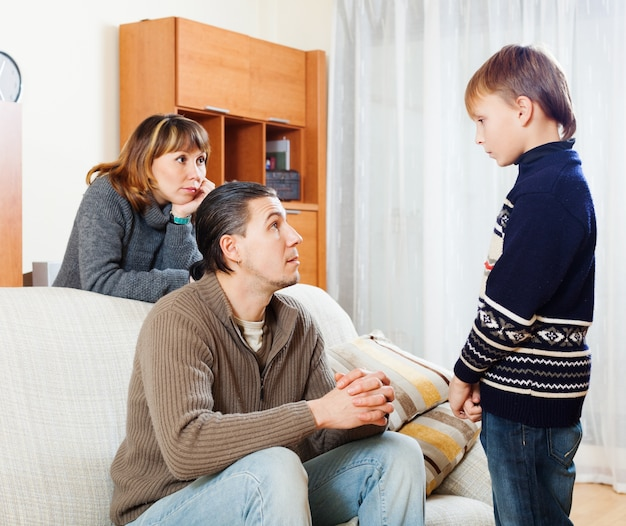 Gewone ouders die tienerzoon uitschelden