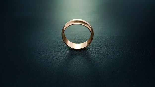 Gewoon gouden verlovingsring 01