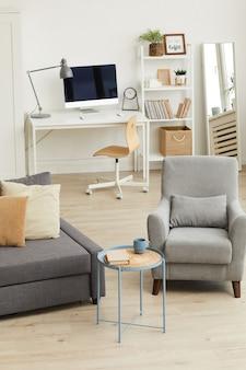 Gezellig appartement interieur in modern huis met focus op grijs woonkamermeubilair