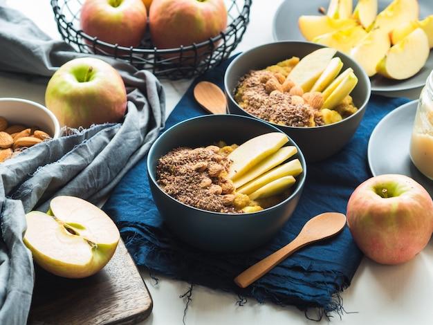 Gezellig ontbijt eten concept met kurkuma amarant