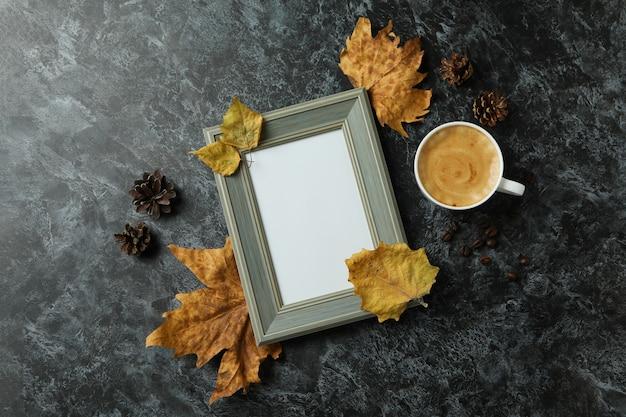 Gezellige herfst concept achtergrond met koffie drinken