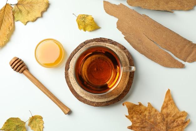 Gezellige herfst concept achtergrond met thee drinken