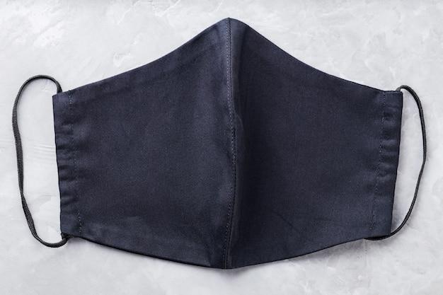 Gezicht beschermend masker. antivirusmasker gemaakt van zwart katoen. zwart gezichtsmasker