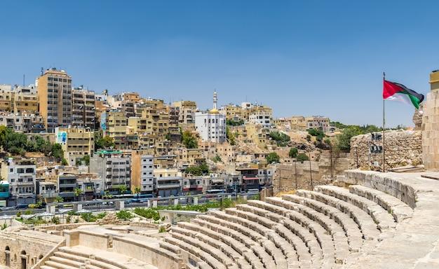 Gezicht op amman vanaf het romeinse theater - jordanië