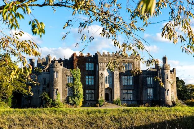 Gezicht op birr castle in county offaly