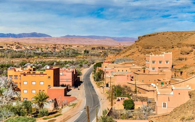 Gezicht op kalaat m'gouna, een stad in de rozenvallei, marokko