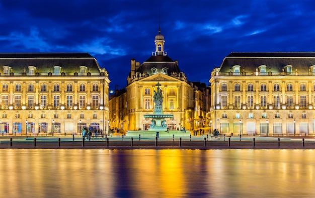 Gezicht op place de la bourse in bordeaux - frankrijk