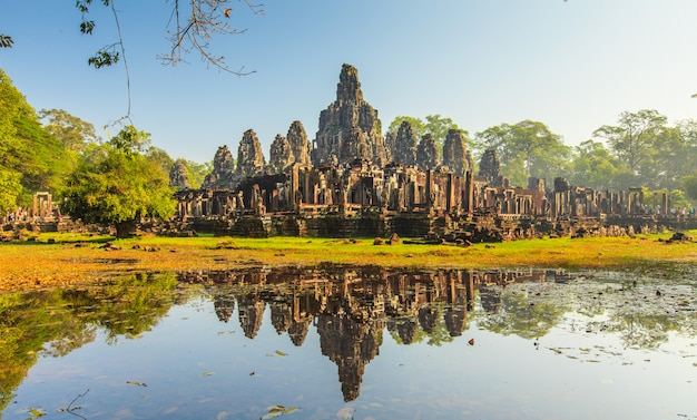 Gezicht van bayon-kasteel in angkor thom, kambodja