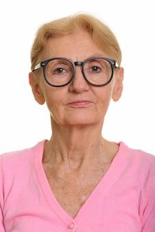Gezicht van hogere nerdvrouw die geeky oogglazen draagt