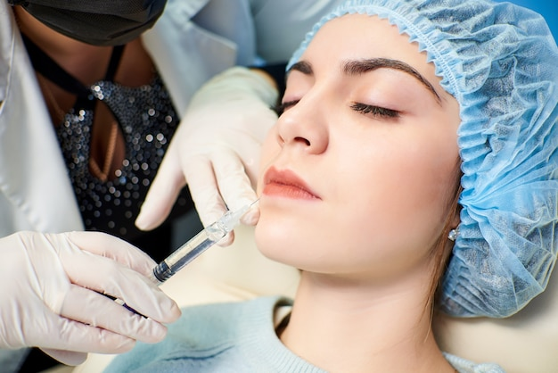 Gezichtsbehandelingsproces. het concept van behandeling en huidverzorging