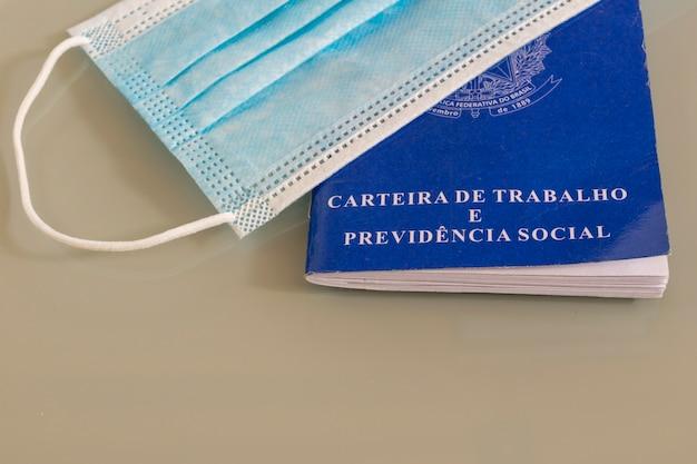 Gezichtsmasker op braziliaanse werkkaart