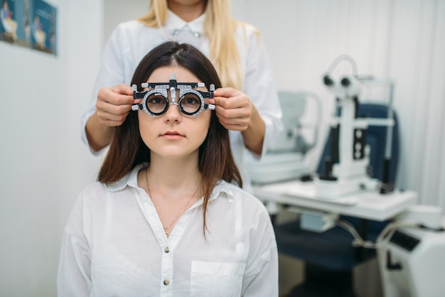 Gezichtsvermogen test, opticien kabinet, visie diagnostiek
