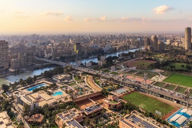 Gezira-eiland in het centrum van caïro en de nijl, egypte.