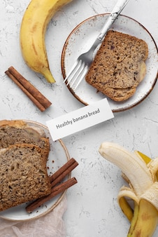 Gezond bananenbrood bovenaanzicht