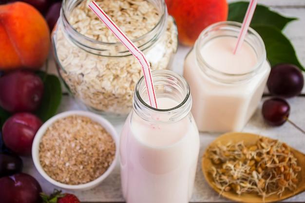 Gezond eten concept: de zemelen, granen, tarwekiemen, yoghurt